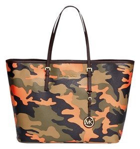 9a7d04150fd6 Michael Kors New Jet Set Camo Camouflage Travel Saffiano Leather Shoulder  Medium Tote in Multi-