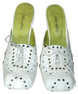 Swipy White Pumps