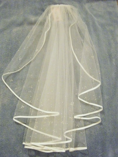 Ivory Medium Satin Edged - New with Tags Bridal Veil