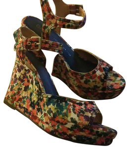 Gap Colorful Wedges