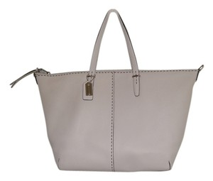 Coach Leather Large Tote in SV/Parchment