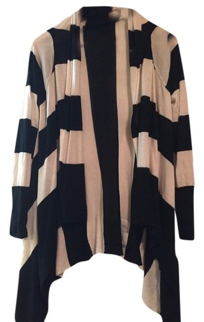 Preload https://item4.tradesy.com/images/h-and-m-striped-cardigan-black-white-4205743-0-0.jpg?width=400&height=650