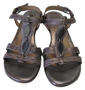Naturalizer New Great Condition Size 9.50 bronze Sandals