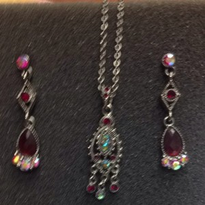 1928 1928 Necklace And Earring Set