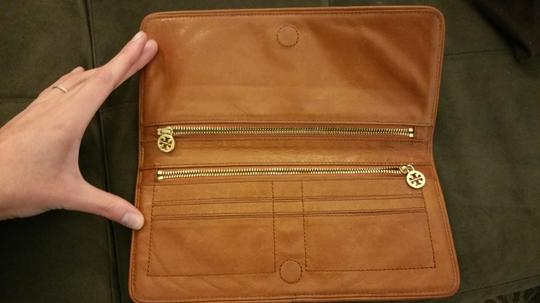 Tory Burch Patent black leather and brown leather interior Clutch