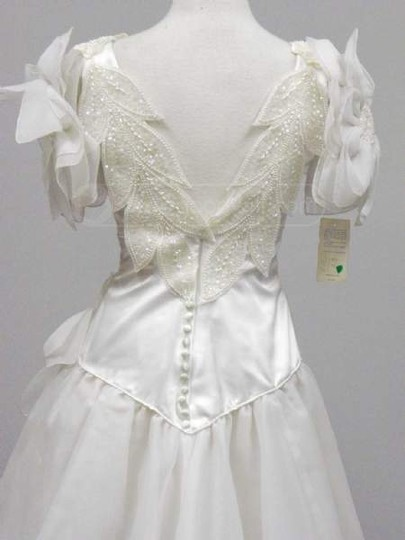 White Polyester Floral 800 Vintage Wedding Dress Size 6 (S)