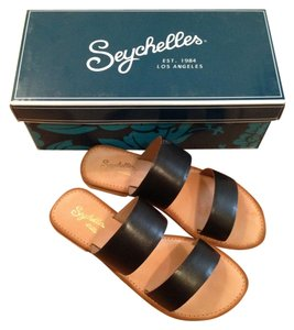 Seychelles Minimal Leather Simple Chic Black Sandals
