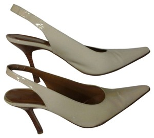 Kenneth Cole Cream White Pumps