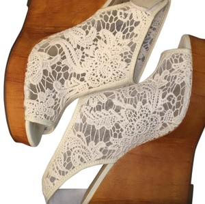 Lucky Brand Off white Wedges