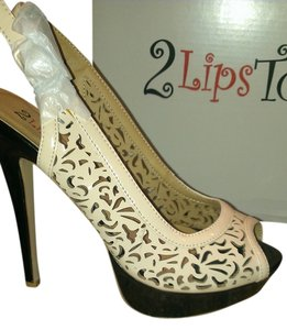 2 Lips Cream/Black Pumps