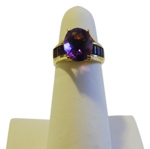 14K Yellow Gold Amethyst Ring with Baguettes on the side Size 8