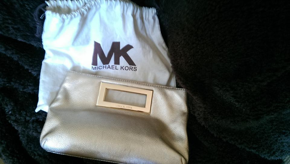399b55c2ea71 ... Michael Kors Stylish Modern Chic Gold Metallic Clutch .
