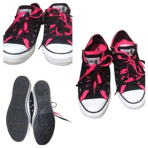 Converse Kicks Comfortabe Black & Hot Pink Athletic