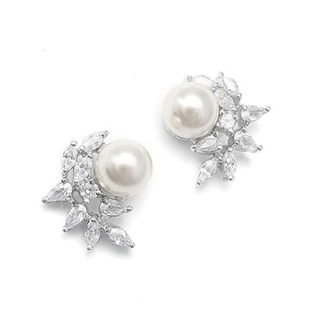 Pearl/Silver Petite Crystal And Earrings Pearl/Silver Petite Crystal And Earrings Image 1