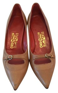Ferragamo Classic Pumps Camel Pumps