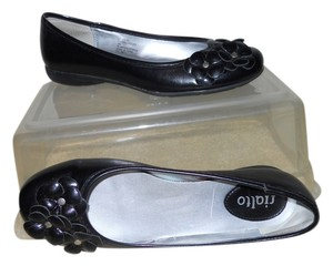 Rialto Man Made Faux Leather black Flats