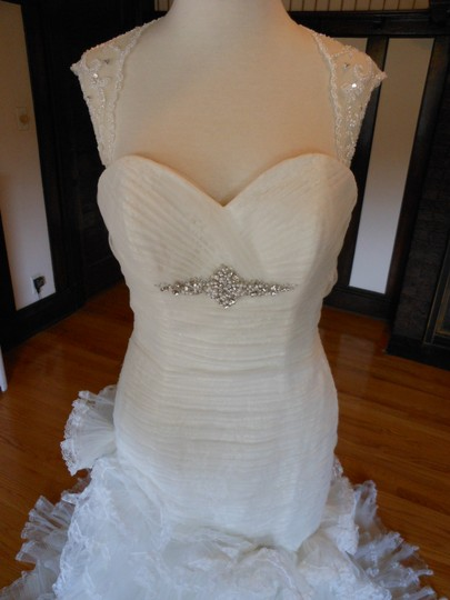 Moonlight Bridal Ivory Tulle Lace Sample Formal Dress Size 8 (M)
