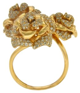BRAND NEW, 18K Yellow Gold Flower Ring with White Diamonds