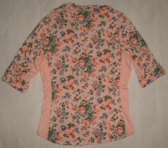 Bongo 3/4 Sleeve * Button Front * 2 Flap Button Chest Pockets * Button Tabs On Sleeves * Soft Ribbed Knit Inserts Under Arms * Top Peach Floral