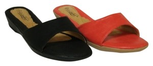 Le Comfort Black and Coral Sandals