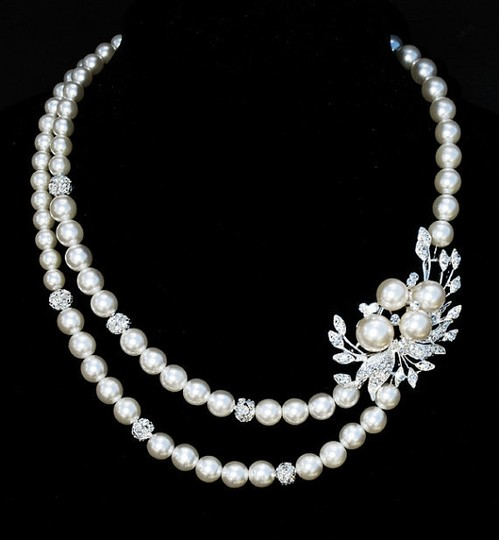Preload https://item3.tradesy.com/images/diamondsilk-whitesilver-pearl-rhinestone-necklace-42832-0-0.jpg?width=440&height=440