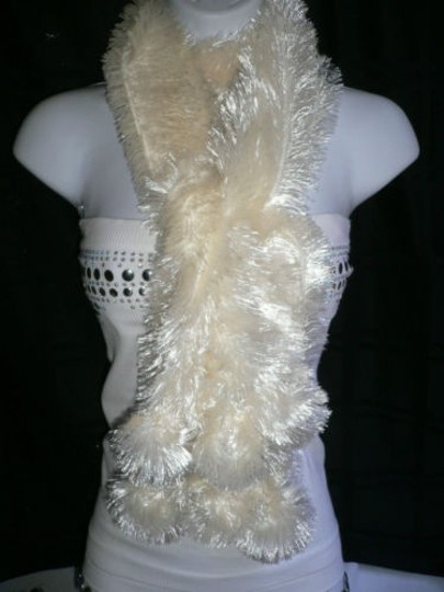 Other Women White Thick Scarf Dressy Winter Fashion Stylish Furry Soft Polyester