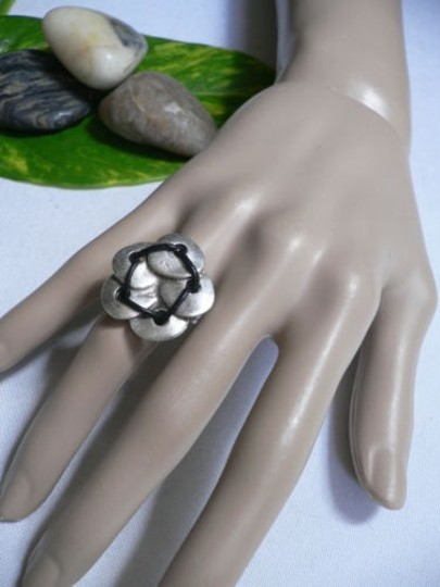 Alwaystyle4you Women Silver Metal Big Flower Five Leaves Black Fashion Ring Image 4