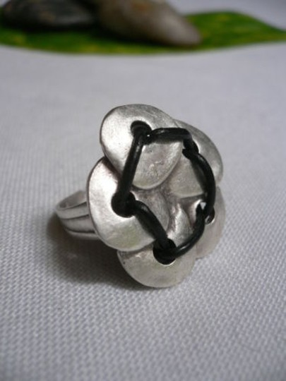 Alwaystyle4you Women Silver Metal Big Flower Five Leaves Black Fashion Ring Image 7