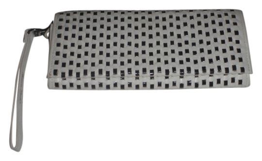 Preload https://item1.tradesy.com/images/black-and-white-wristlets-cluthes-and-woven-wallet-4337605-0-0.jpg?width=440&height=440