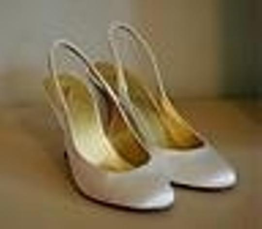 Preload https://item1.tradesy.com/images/jcrew-ivory-new-cate-satin-formal-size-us-85-43455-0-0.jpg?width=440&height=440