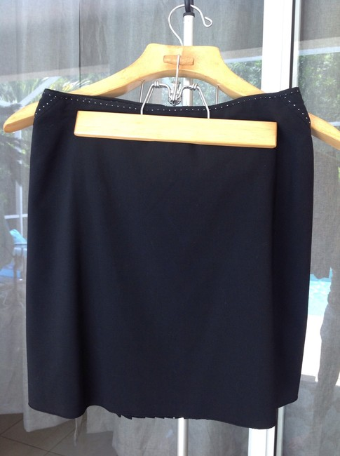 Elie Tahari Mini Skirt Black with minimal white detailing