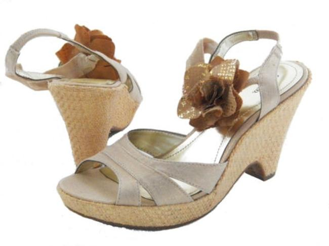 Style Co Darlin Womens Pale Gold Flower Sandals Heels Wedges Platform Shoes-7 Style Co Darlin Womens Pale Gold Flower Sandals Heels Wedges Platform Shoes-7 Image 1
