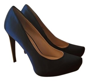 BCBGMAXAZRIA BLK SATIN Pumps