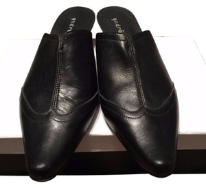 Andre of Spain Flats Nwot Black Mules