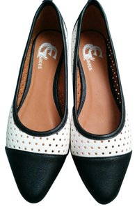 GC Shoes Black and white Flats