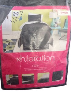 Xhilaration Twin sized, 6 piece complete bed set