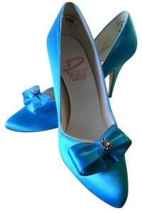 Dolce Pierre Vintage Like New turquoise Pumps