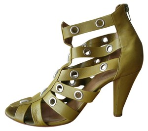 Chloé Leather Studded olive leather Pumps