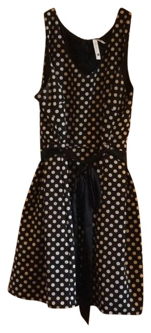 Item - Black/White Take In A Matinee Knee Length Short Casual Dress Size 20 (Plus 1x)