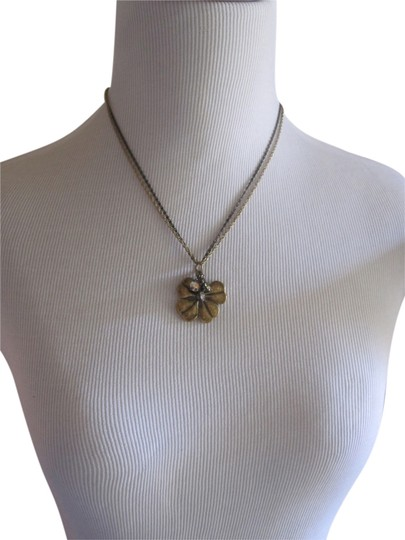 Preload https://item5.tradesy.com/images/betsey-johnson-betsey-johnson-clover-necklace-with-crystal-charm-4403944-0-0.jpg?width=440&height=440
