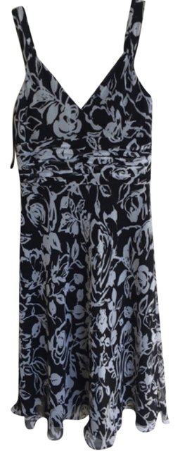 Preload https://item4.tradesy.com/images/ann-taylor-blac-floral-print-knee-length-cocktail-dress-size-2-xs-4404793-0-0.jpg?width=400&height=650