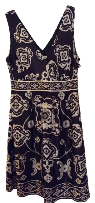 Preload https://item1.tradesy.com/images/white-house-black-market-with-silver-and-gold-detail-mid-length-cocktail-dress-size-6-s-4406425-0-0.jpg?width=400&height=650