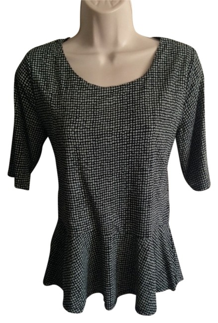 Preload https://item3.tradesy.com/images/vince-camuto-green-and-black-blouse-size-8-m-4406542-0-0.jpg?width=400&height=650