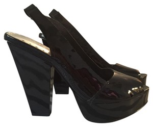 BCBG Paris Black patent leather Pumps
