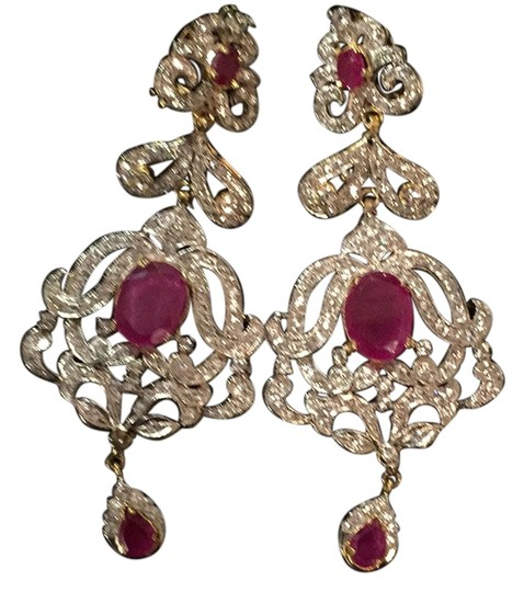 Preload https://item1.tradesy.com/images/ruby-red-color-of-passion-white-diamond-aura-you-can-see-from-every-angle-4407085-0-0.jpg?width=440&height=440