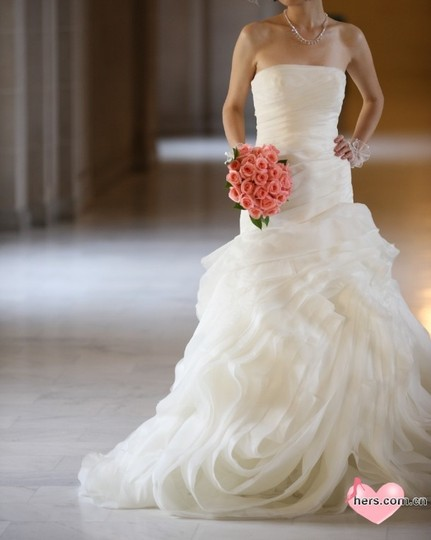 Preload https://item3.tradesy.com/images/vera-wang-ivory-organza-fit-and-flare-gown-with-bias-flange-skirts-wedding-dress-size-0-xs-44077-0-0.jpg?width=440&height=440
