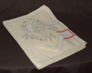 Ivory Embroidered Set Of 4 Placemats With 4 Matching Napkins