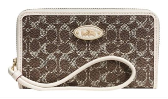 Preload https://item4.tradesy.com/images/coach-wristlet-brown-4415083-0-0.jpg?width=440&height=440