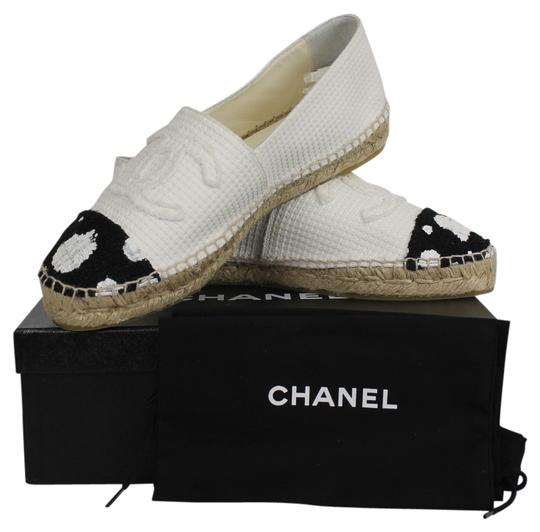 Preload https://item1.tradesy.com/images/chanel-tweed-polka-dot-white-and-black-flats-4418275-0-0.jpg?width=440&height=440