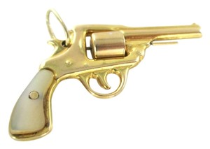14KT SOLID YELLOW GOLD PENDANT REVOLVER GUN PISTOL 4.5 GRAMS NOT SCRAP JEWELRY